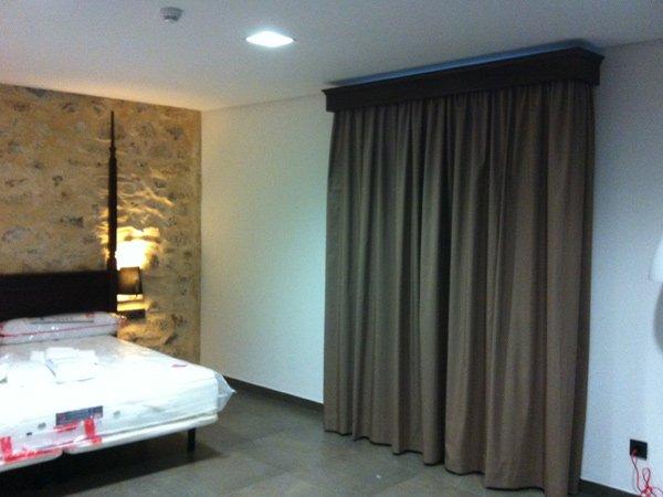 Cortinaje ignífugo M1 en hotel - DecoratelESPAÑA